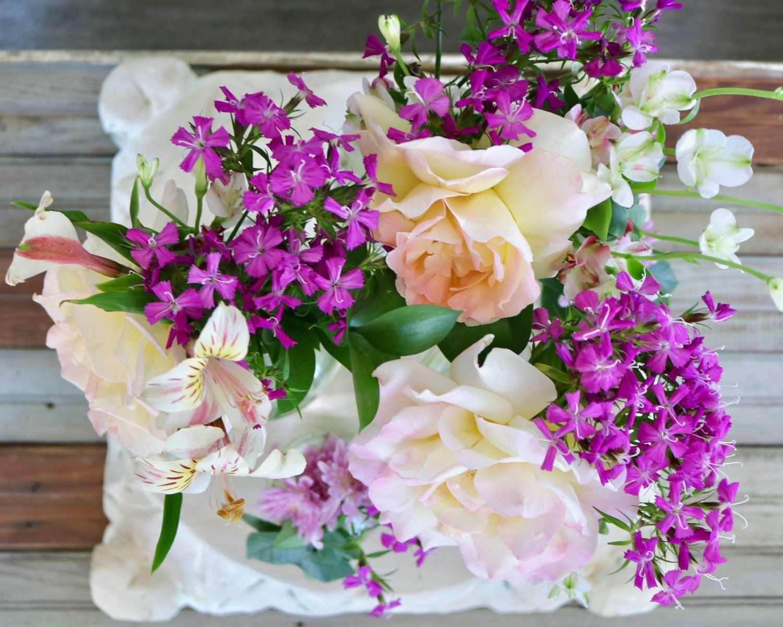 Simple Floral Arrangment Cutertudor